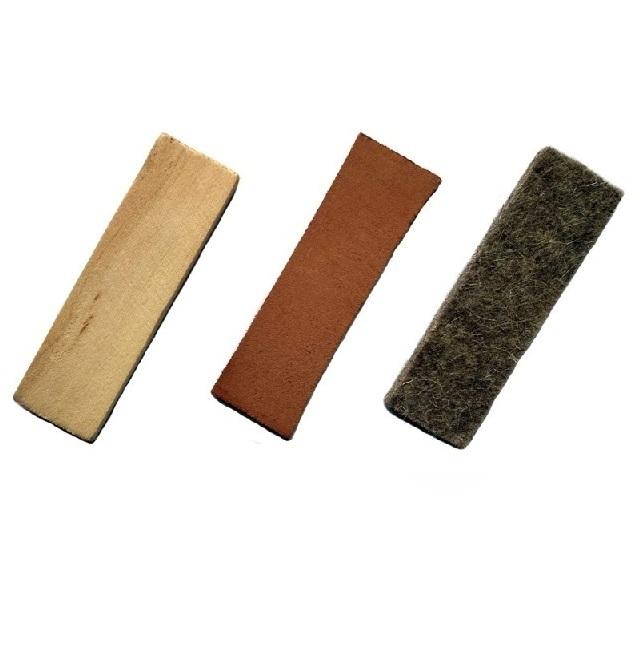 set oggetti da pista igp Materiale: pelle, legno, feltro.